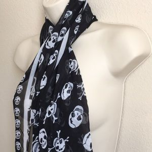 Accessories - Halloween 👻 🎃 or Everyday Goth 🧣.  💀 Skull.